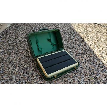Custom Moon Custom Cabinetry Suitcase Pedalboard  Green / Natural maple